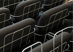 dossiers de fauteuils Pins & Needles en atelier