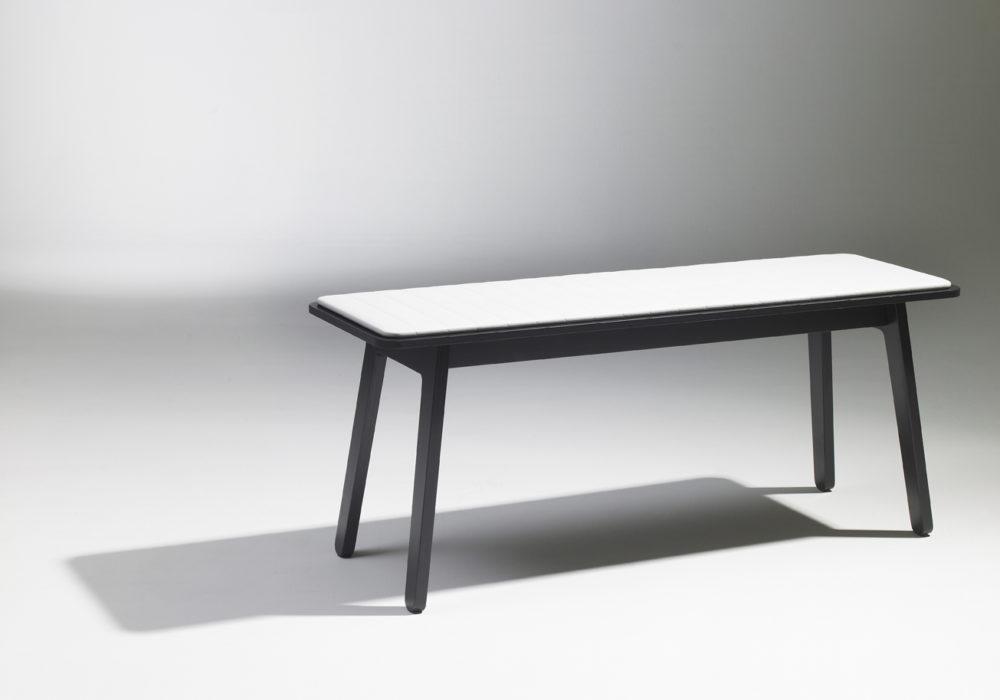 Banc Frizz / Bois Noir et revêtement blanc / Design Thierry D'Istria / Editeur SOCA
