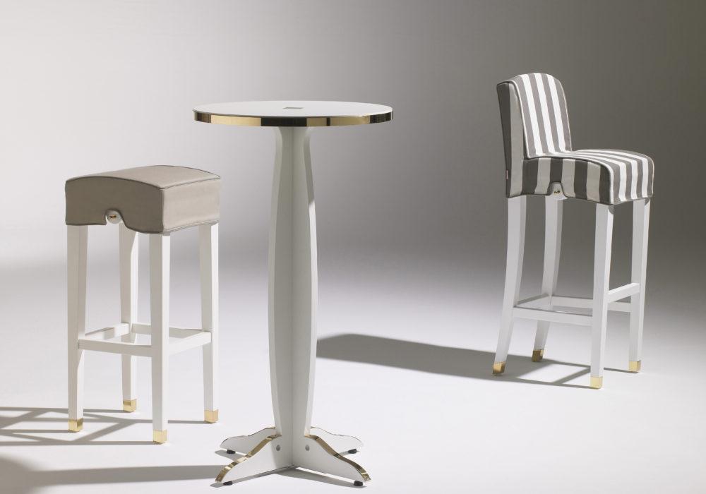Collection de mobilier Marly / Tabouret haut, chaise haute guéridon haut / Design classique / détails dorés / Designer Olivier Gagnère / Éditeur SOCA