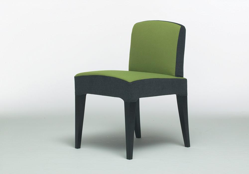 Chaise design contemporain / verte et grise / assise et dossier garnis de mousse / chaise restaurant / Designer Olivier Gagnère / Éditeur SOCA