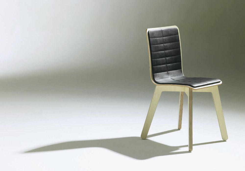 Chaise Frizz / design / bois garni cuir noir / Design Thierry D'Istria / Editeur SOCA
