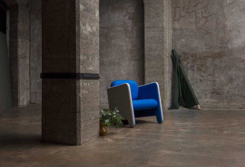Fauteuil Frizz / Décor Industriel /Design contemporain / Tissu bleu et gris chiné / Design Thierry D'Istria / Editeur Soca