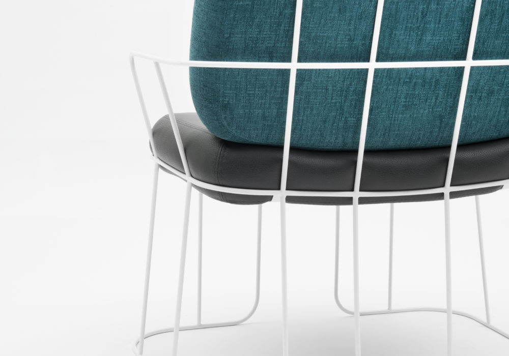 Chaise Pins & Needles / Piétement et structure métal blanc / coussin dossier bleu / Coussin d'assise cuir noir / Design Thierry D'Istria / Editeur SOCA