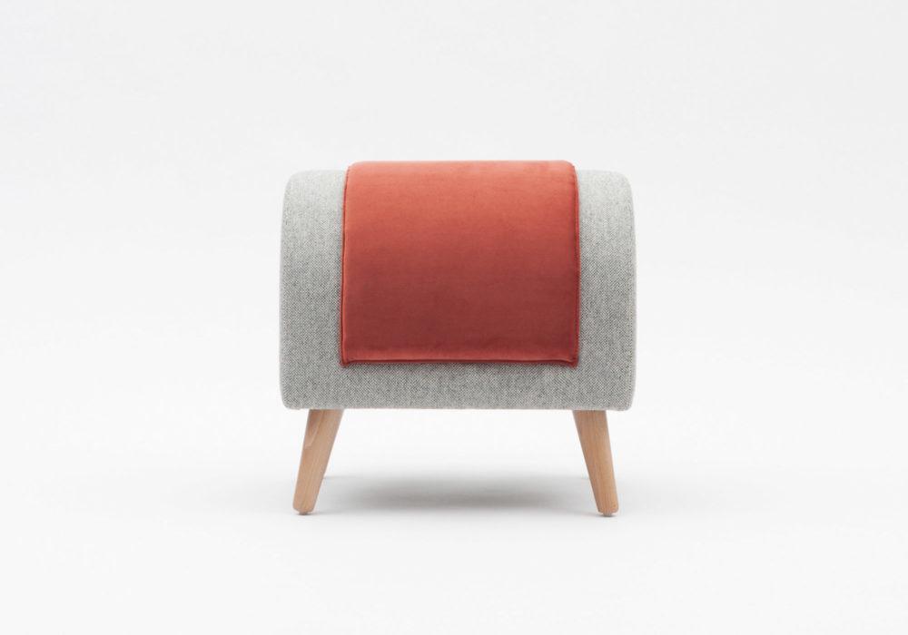 Pouf Tabouret repose pieds design contemporain pieds en bois Margaux Keller Soca