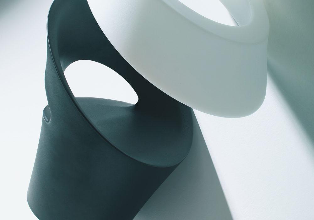 Collection Fauteuil Tid'jou ! design noir et blanc en plastique Bruno Houssin Soca