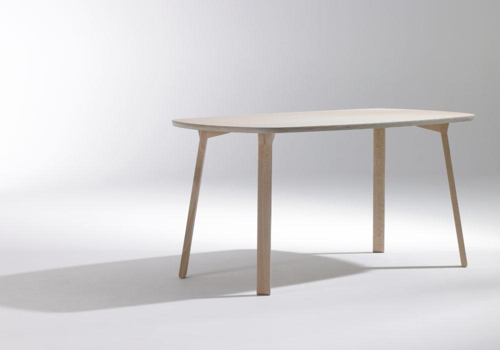 petite table design / table à manger / bois / Designer Jérôme Gauthier / Éditeur Soca