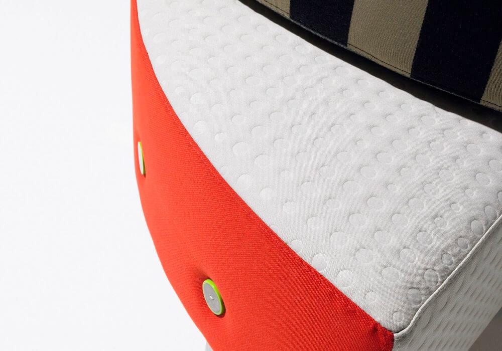Banquette Benchmobil / Canapé Design / Tissu orange et blanc / boutons / Multicolore / Original contemporain / Editeur Soca