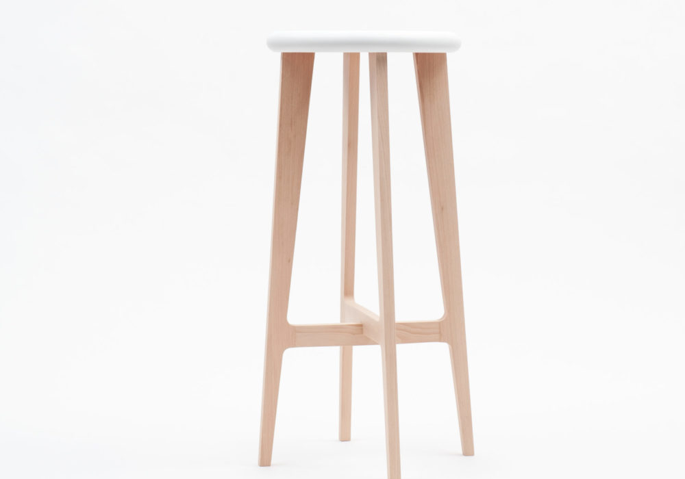 Tabouret haut en bois design Soca Neil Poulton