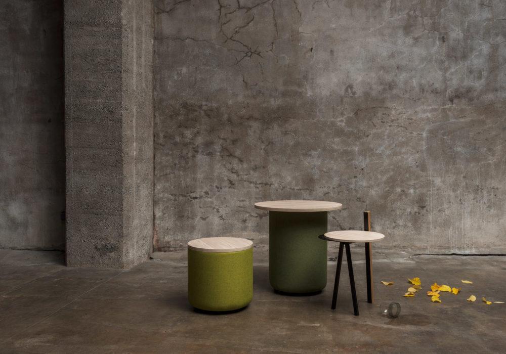 Tables d'appoints / décor industriel / plateau en bois / piétement tissu vert / Designer Thierry D'Istria / Editeur Soca