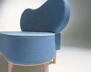 Canapé 2 places design bleu piétement bois liseré blanc Philippe Soffiotti Jérôme Gauthier SOCA