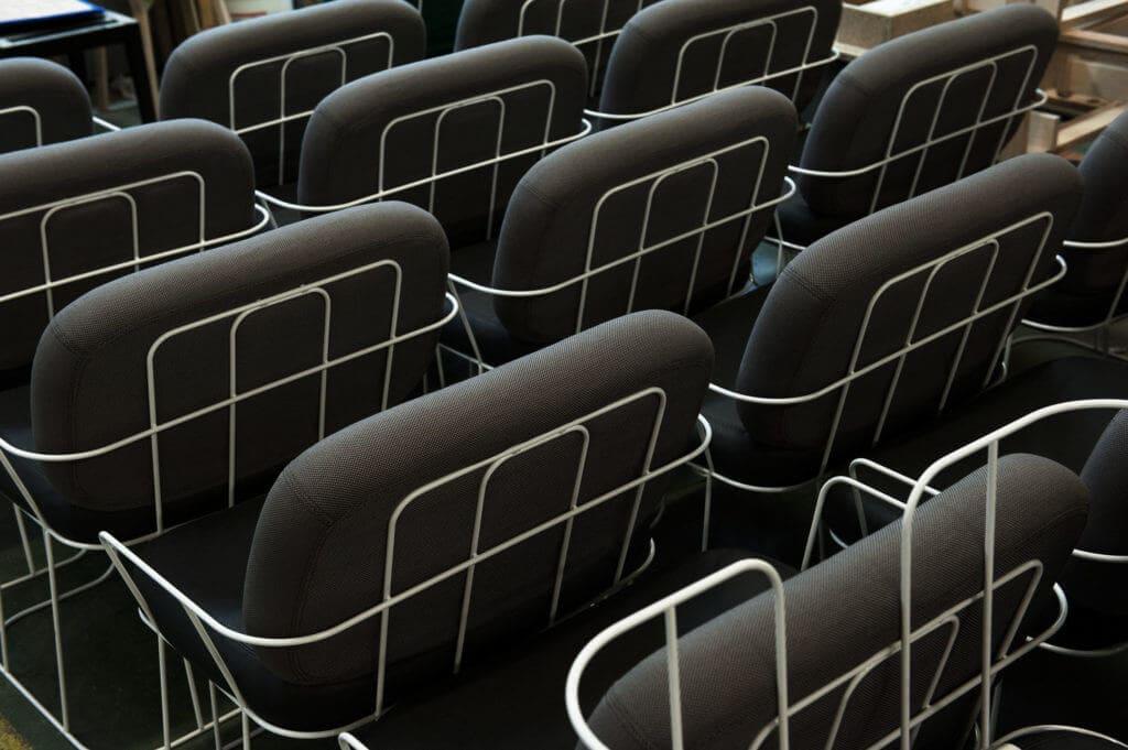 Dossiers fauteuil design alignés Soca