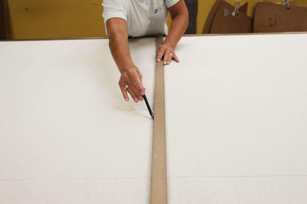 tracer main crayon règle tissus patron soca