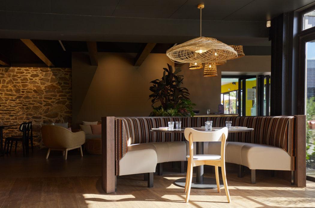 salle de restaurant camping les mouettes Yelloh Village / Chaise Camille en bois