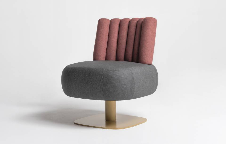 Chauffeuse Opposite - Gris, Rose, Doré - Design assise 1970 - Main - Thierry D'Istria