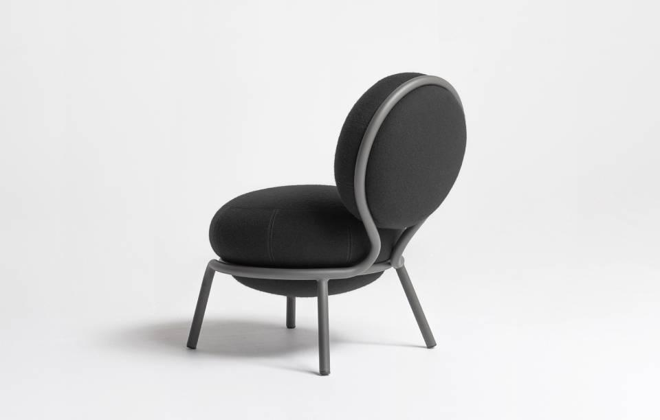 Petit fauteuil tapissé et métal - Chauffeuse Fan Club - Design : Thierry D'Istria